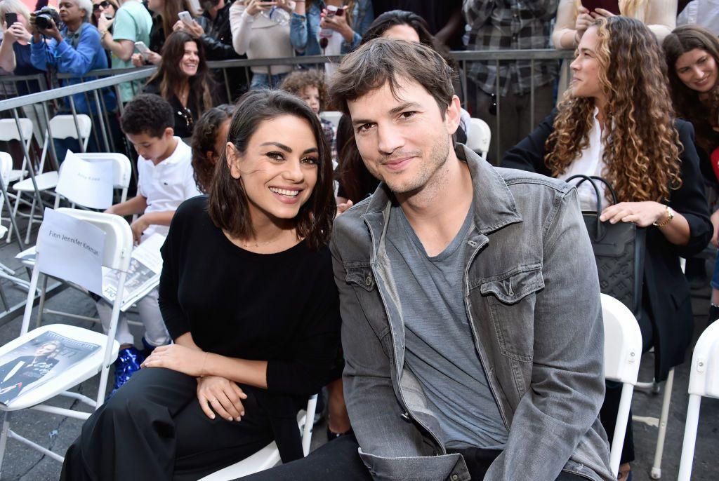 Ashton Kutcher și Mila Kunis dau concert în bucătărie! Au amuzat o lume întreagă cu piesa La Vaca Lola