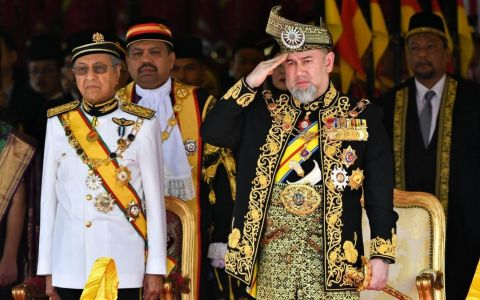 Fostul rege al Malaysiei a divorțat de femeia pentru care a renunțat la tron