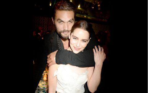 Emilia Clarke, poză în cada lui Jason Momoa de ziua lui. bdquo;Cu tine mă simt cu 60 cm mai mică