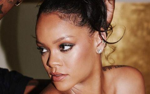 Rihanna, apariție excentrică la un festival din Barbados. Ținuta ei a depășit orice imaginație