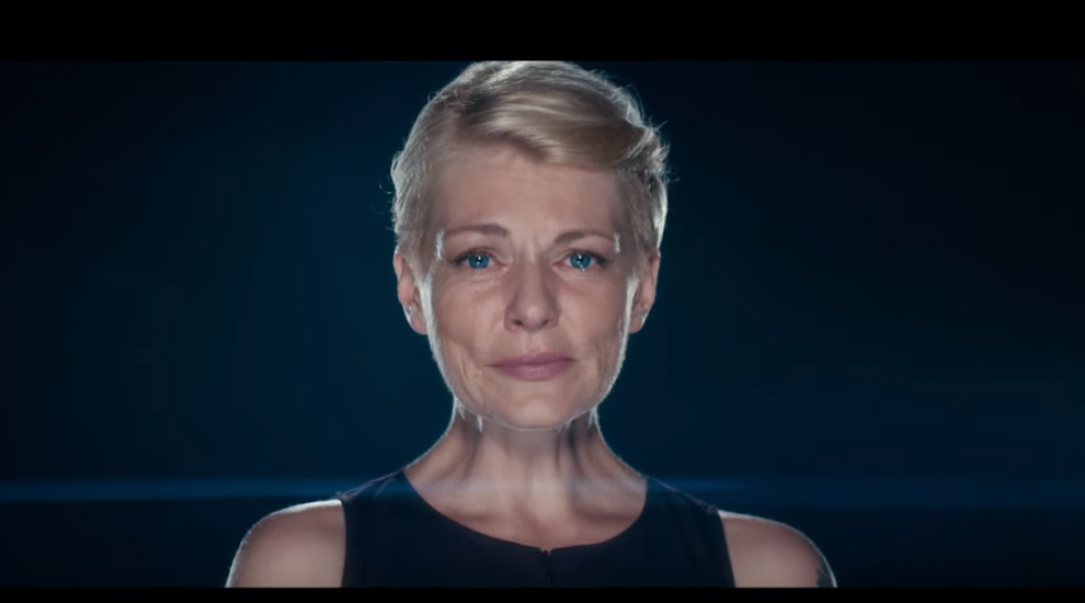 Dana Nălbaru a lansat o piesă emoționantă despre viața la 40 de ani