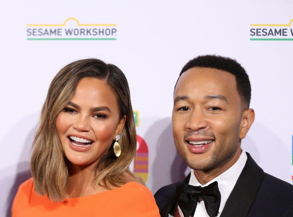 Chrissy Teigen, mesaj pentru John Legend:  Este ca și cum cineva mi-a furat soțul, iubirea vieții. Nu este ciudat?