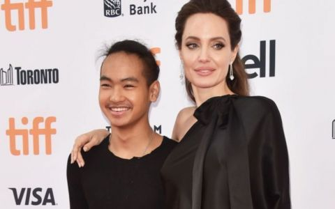 VIDEO Angelina Jolie și-a dus fiul cel mare la facultate. Imagini emoționante