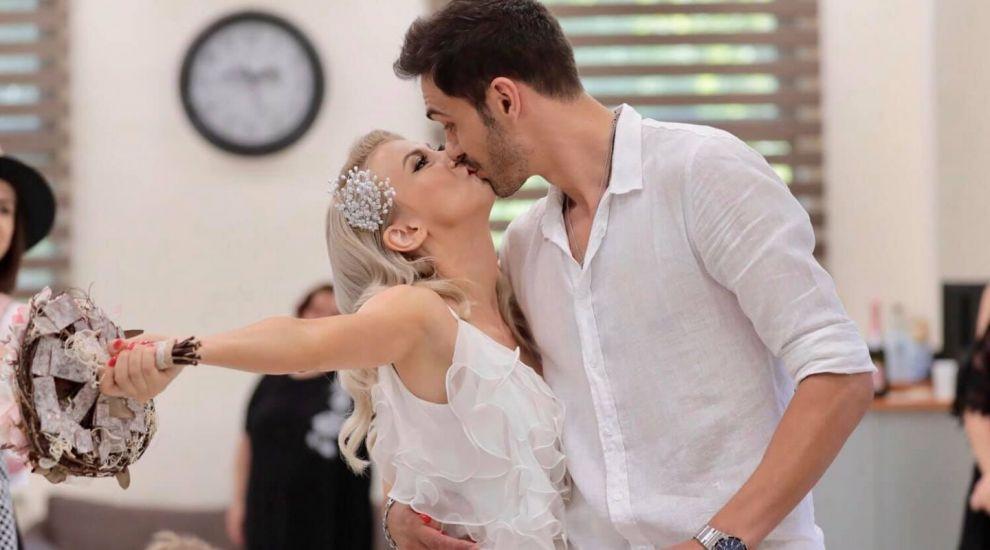 Azi, Andreea Bălan face nunta și botezul! Vezi ce frumoasă e în rochia de mireasă