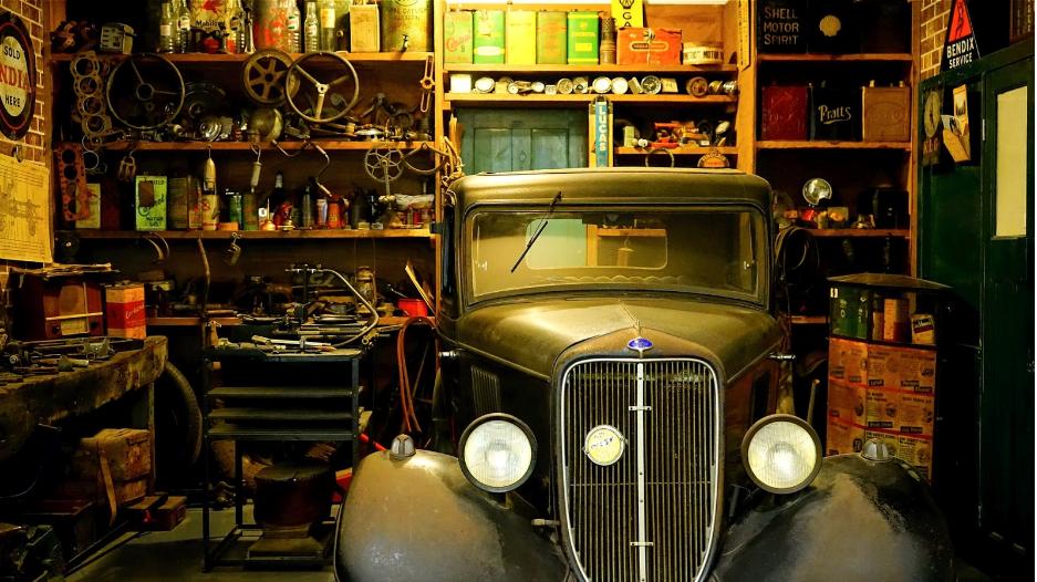 (P) 5 scule și echipamente necesare pentru atelierul tău auto