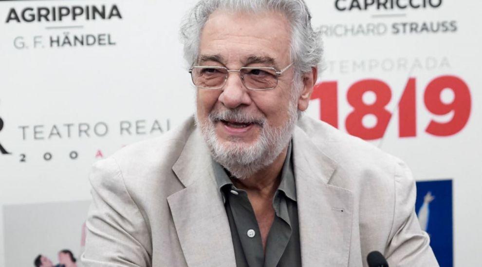 Placido Domingo a demisionat de la Opera din Los Angeles. Tenorul e investigat pentru hărțuire sexuală