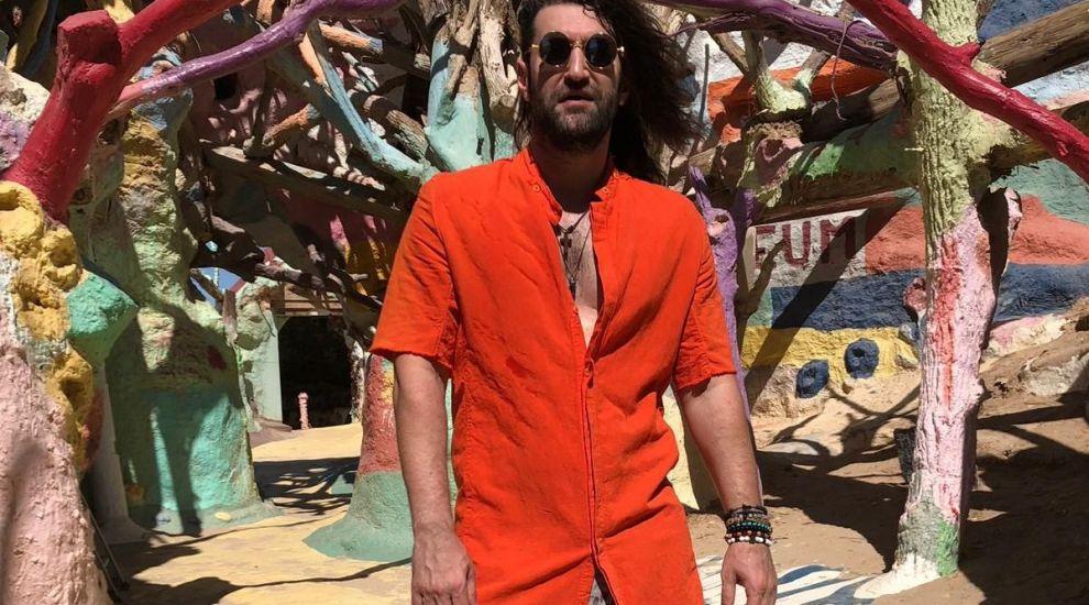 Smiley lansează piesa My Love. Cum arată clipul filmat la 50 de grade, în deșertul californian, alături de un model exotic