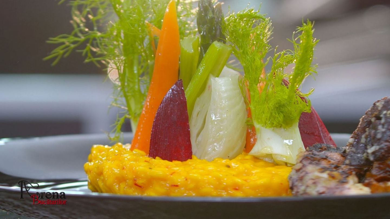 Caracatiță pe grill cu risotto alla milanese și zuppa di pesce