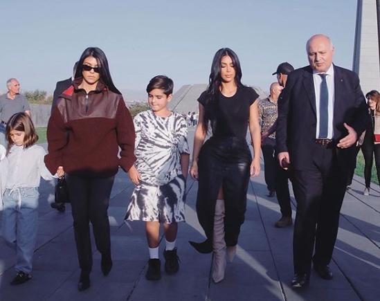 Apariție scandaloasă! Cum s-a îmbrăcat Kim Kardashian ca să omagieze victimele genocidului din Armenia