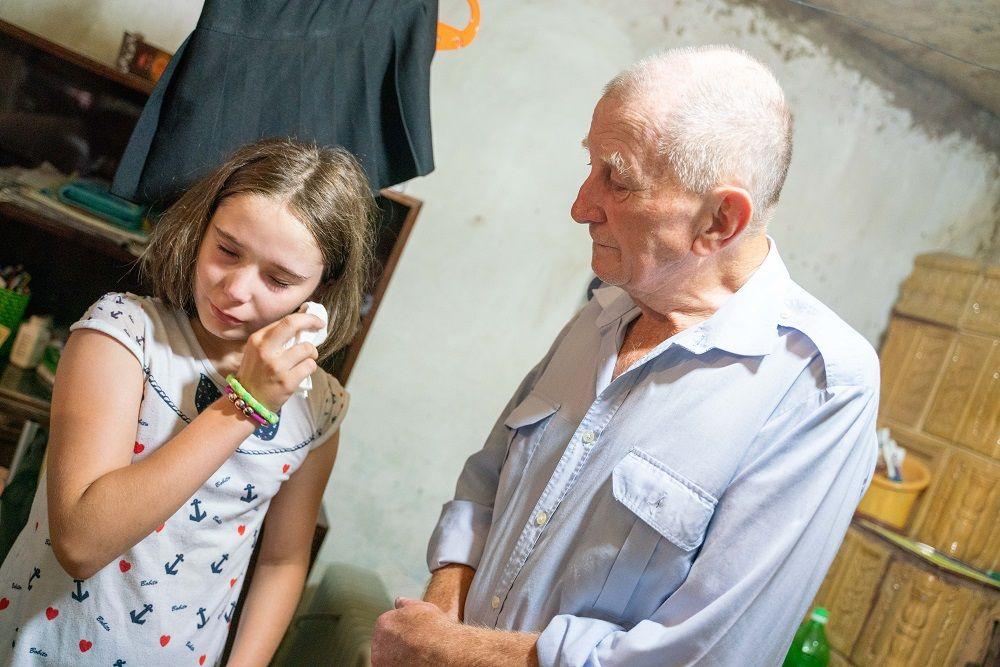 Echipa Visuri la cheie i-a schimbat viața Isabelei, fetița abandonată de mamă și crescută de bunic. Cum arată casa lor acum