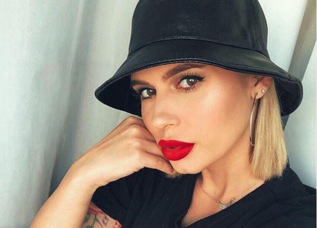 Cum arăta în copilărie Alina Gologan, supranumită Scarlett Johansson de România