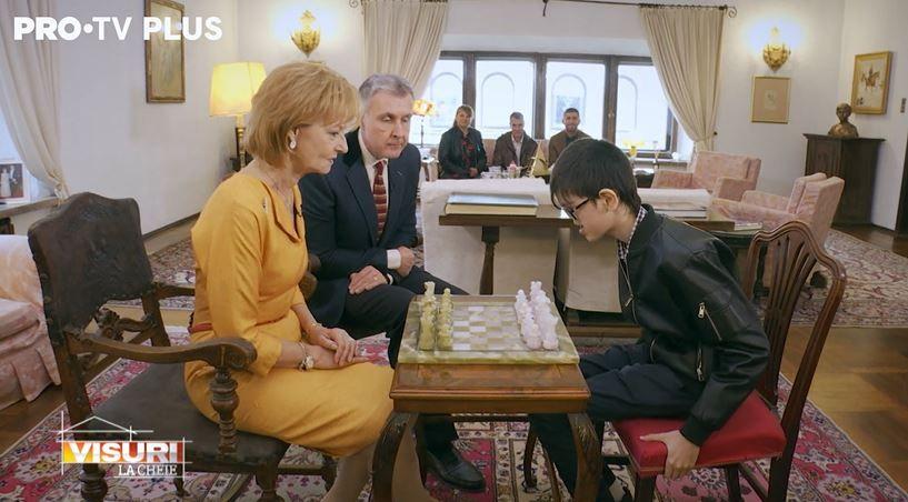 Dragoș Bucur, surpriză regală pentru familia Furdui. Raul i-a oferit Majestății Sale Margareta o lecție memorabilă de șah