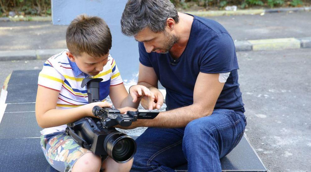 Miercuri, la Visuri la cheie, aflăm povestea lui Alexandru, un băiețel care suferă de autism și ADHD