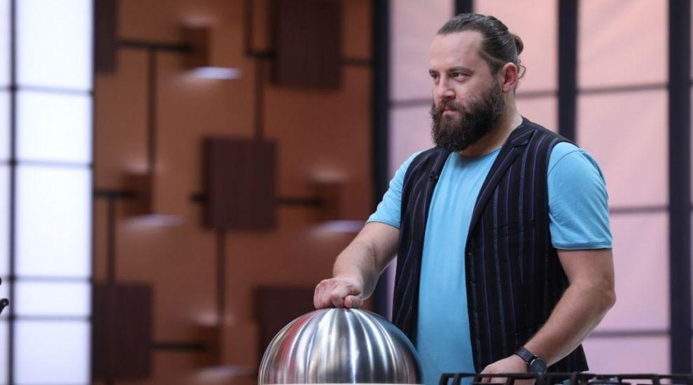 Cosmin Tudoran îi provoacă pe concurenți să gătească una dintre rețetele lui preferate la proba eliminatorie