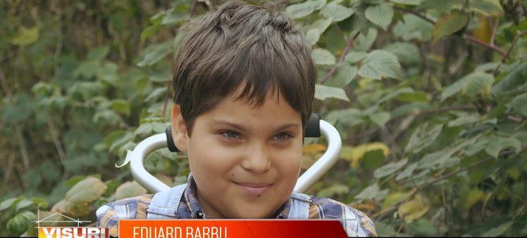 Povestea emoționantă a lui Eduard, un băiețel de opt ani imobilizat în scaun cu rotile pe viață