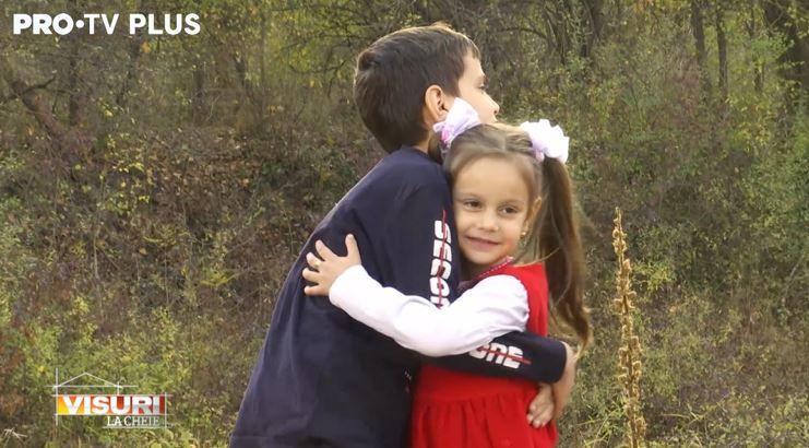 Dragoș Bucur, surpriză cu o mulțime de zâmbete și îmbrățișări pentru micuții Mihai și Alexandra