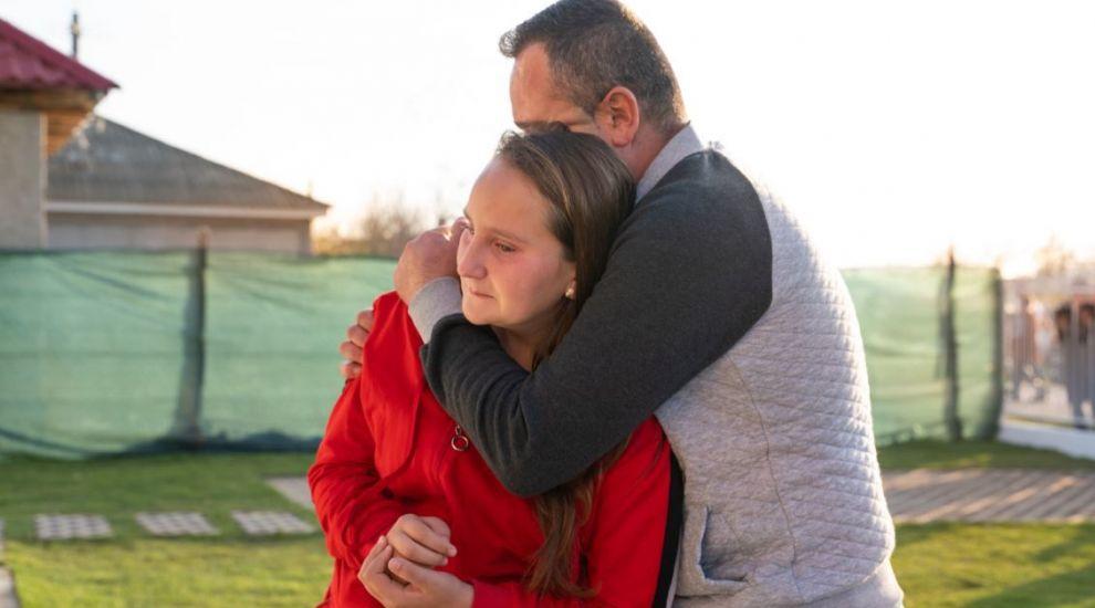 Relația tată-fiică a fost una dificilă în familia Dejica. Dragoș Bucur le-a făcut o surpriză