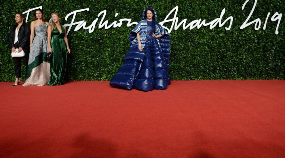 Miliția modei: Costi Diță comentează cel mai bizar trend în modă – rochia de fâș