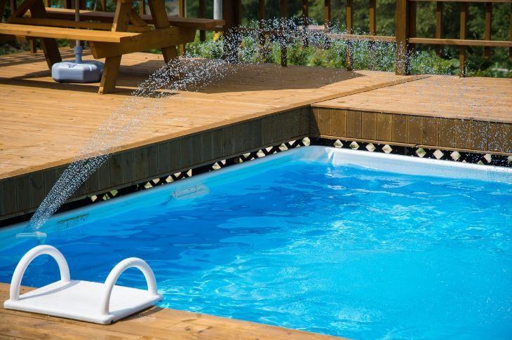 Cat de sigur este mersul la piscina in vreme de pandemie. Se transmite noul coronavirus prin apa?