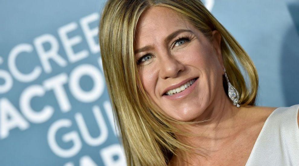 """Cum arată fotografia care i-a înnebunit pe fanii lui Jennifer Aniston: """"Sper că Brad Pitt ți-a dat rochia jos"""""""