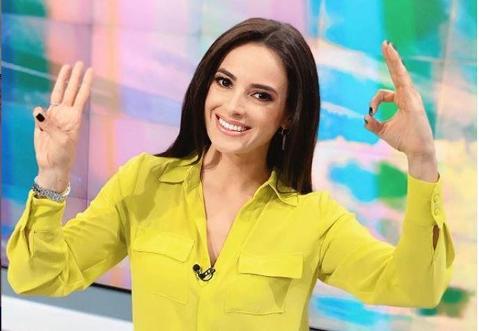 Ramona Păun a acceptat #dollypartonchallenge. Care este poza ei de Tinder