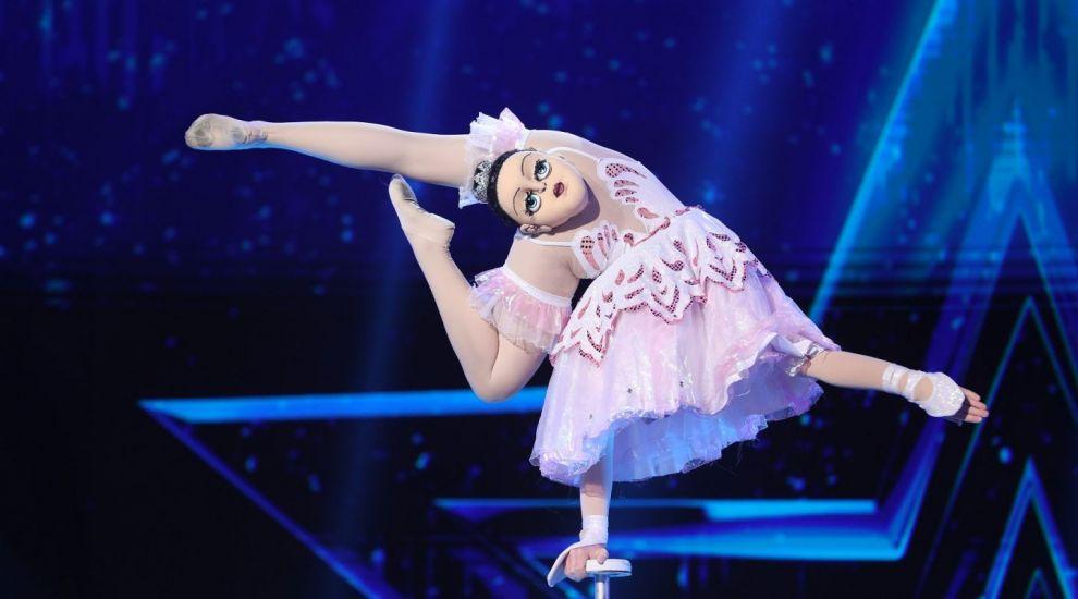 Românii au talent 2020 - Veronica Khistova, balerina care dansează în mâini