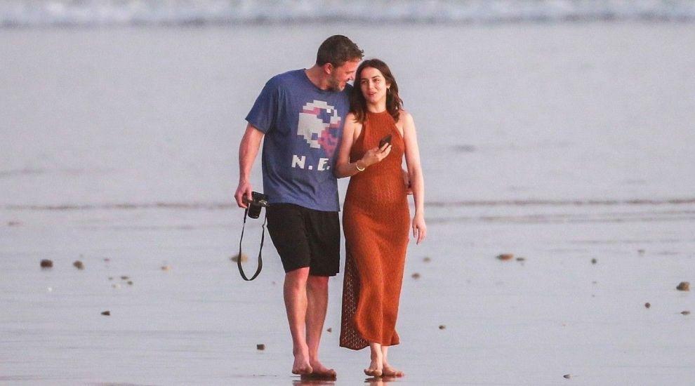 Noua iubită a lui Ben Affleck, o actriță lipsită de inhibiții: a filmat goală alături de Keanu Reeves