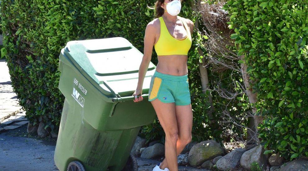 Brooke Burke, apariție controversată în plină epidemie de coronavirus