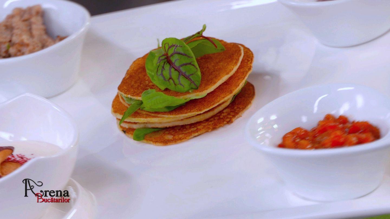 ARENA BUCĂTARILOR: Întinsură cu clătite de mălai și trei sosuri