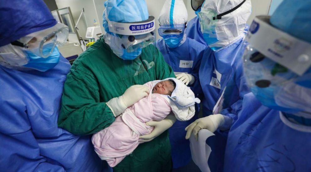 Un cuplu din India a ales nume interesante pentru gemenii născuți în timpul pandemiei de coronavirus