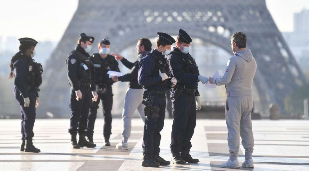 Cu 11.000 de cazuri noi de Covid-19 în 24 de ore, Franța a impus încă o interdicție cetățenilor săi