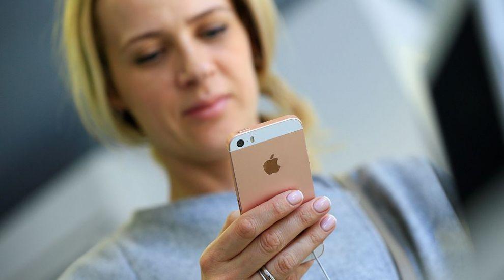 Apple a lansat un iPhone la preț redus în plină pandemie de coronavirus, dar nu știm cui îi va mai păsa