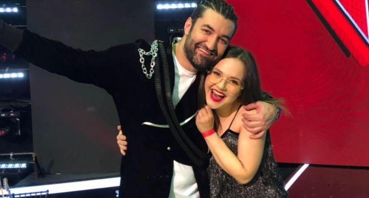 """Alina Dincă, vocal coach în echipa lui Smiley la Vocea României, a lansat un cover după piesa """"Acasă"""""""
