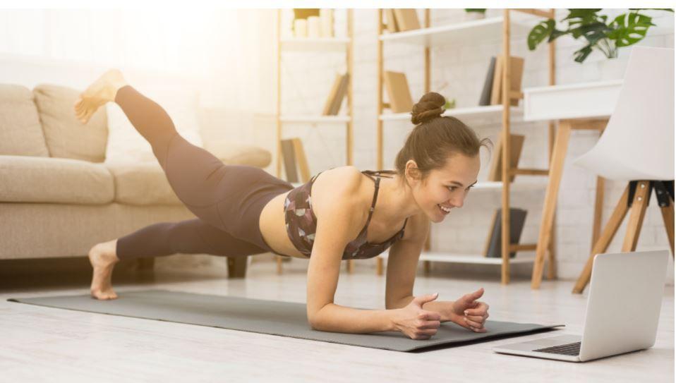 Sportul la tine acasă te ajută să rămâi sănătos! Ai antrenamente complete, ghidate de instructori calificați