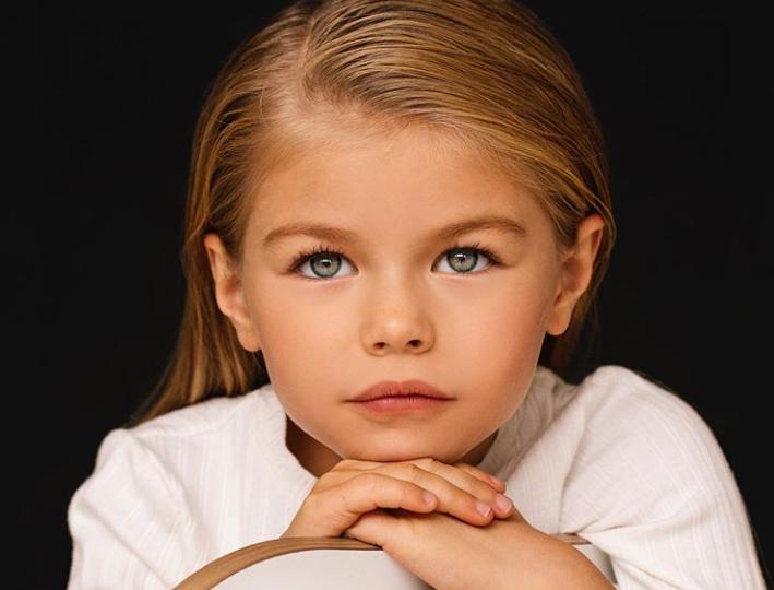 """La 4 ani a debutat în lumea modei, iar la 6 a fost numită """"cel mai frumos copil din lume"""". Cum arată Alina Yakupova"""