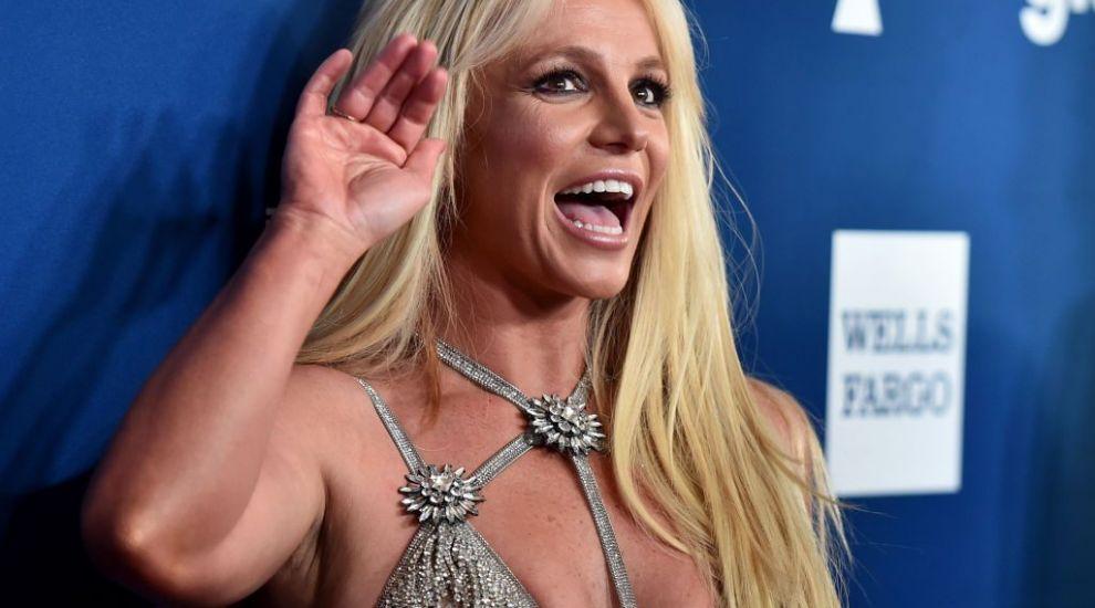 Britney Spears, de la celulită și colăcei, la o apariție pe care fanii nu o vor uita prea curând. Și-a recăpătat silueta