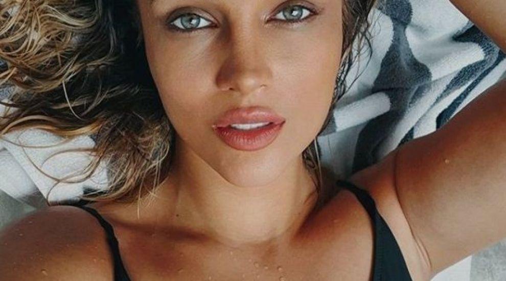 Lora, surpriză pentru fani, când a atins 1,3 milioane de urmăritori pe Instagram: s-a fotografiat topless