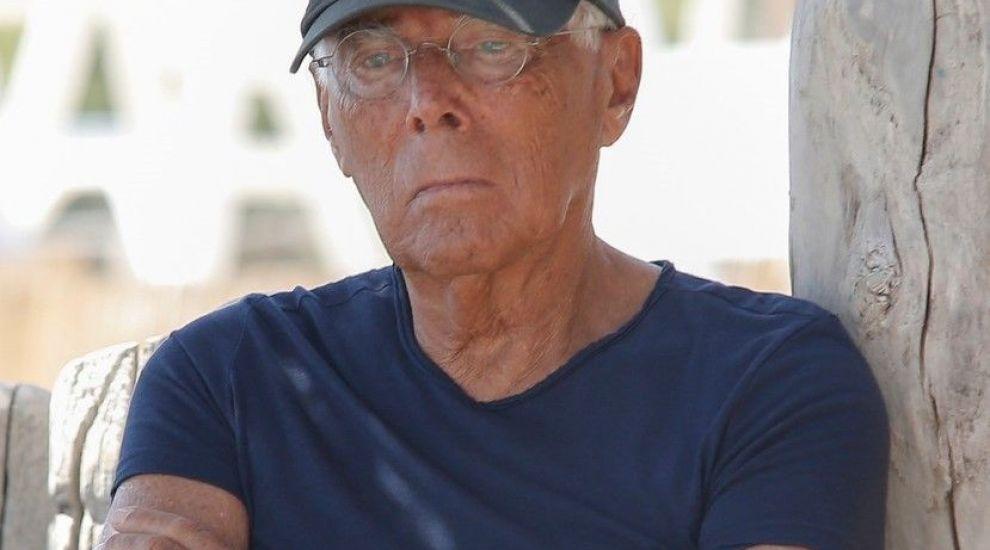 Poze rare cu Giorgio Armani la plajă. Cum a fost surprins celebrul designer de către paparazzi