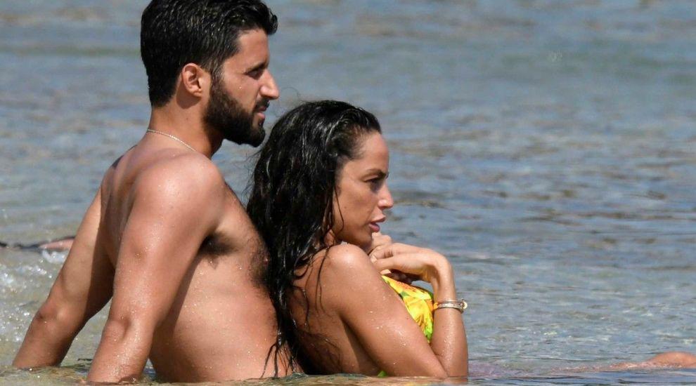 Fosta iubită a lui Mario Balotelli, spectacol la plajă alături de actualul partener. Cum au fost surprinși cei doi