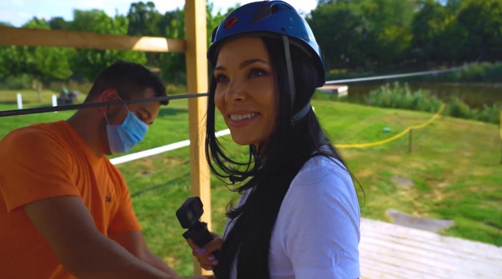 VIDEO Corina Caragea s-a distrat ca un copil în parcul de aventură de la Comana