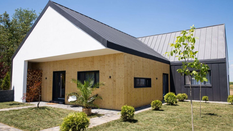 VIDEO Secretul acoperișurilor durabile de la Visuri la cheie. Soluții pentru casele din zone cu intemperii