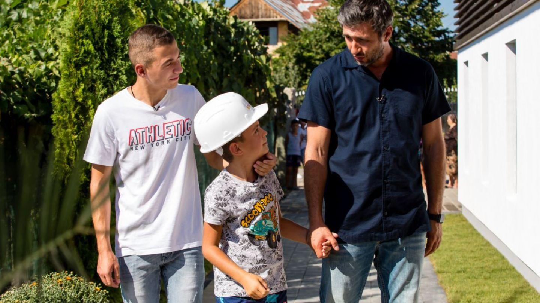 Echipa Visuri la cheie a construit o casă de la zero pentru doi frați încercați de viață