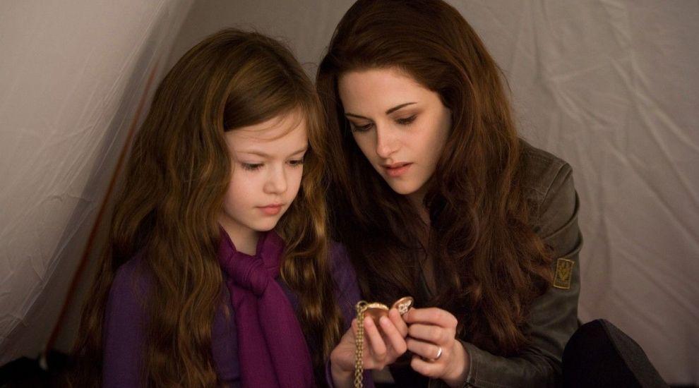 """Transformare remarcabilă pentru starul din Twilight. Cum arată acum Mackenzie Foy, """"fiica"""" Bellei Swan"""