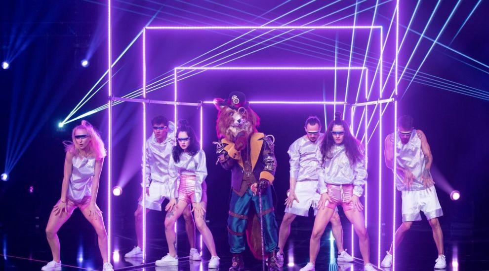 A dat tot ce a avut mai bun în semifinala Masked Singer! Vulpoiul a reușit să-i lase pe detectivi fără cuvinte