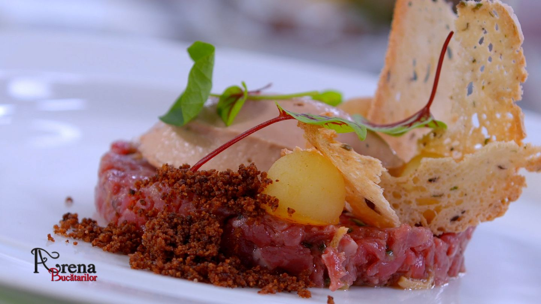 Tartar de vită cu mousse de foie-gras și noisette de pere