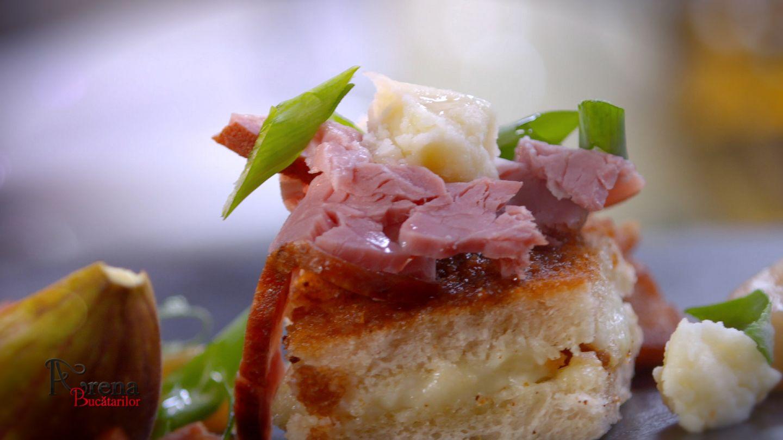 Aperitiv cu brânză de burduf, smochine, pastramă afumată și jumări