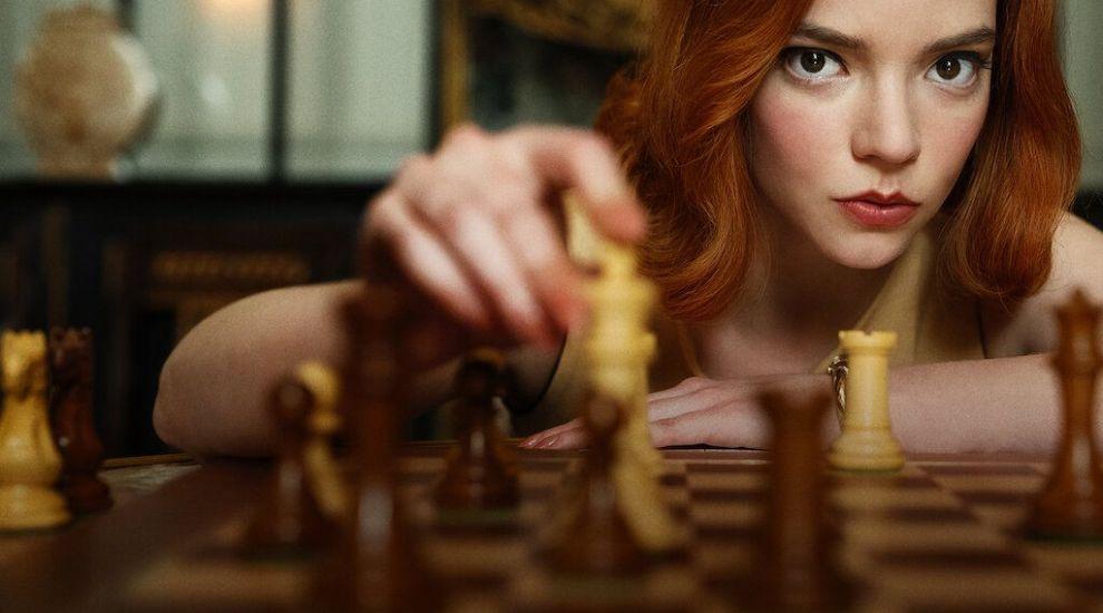 """""""Gambitul damei"""", serialul momentului pe Netflix. De ce merită să-l urmărești"""