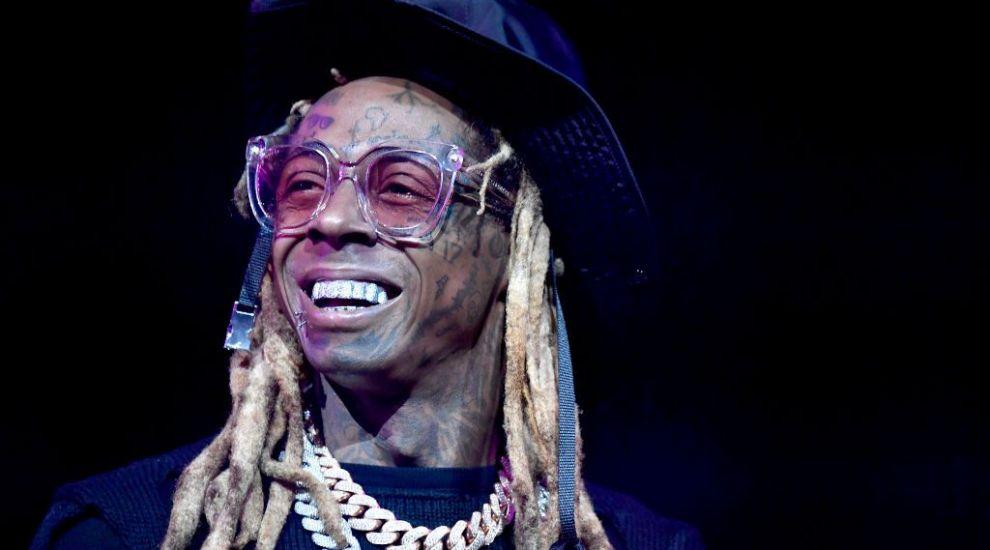 Lil Wayne, pus sub acuzare pentru posesia unei arme. Rapperul riscă 10 ani de închisoare