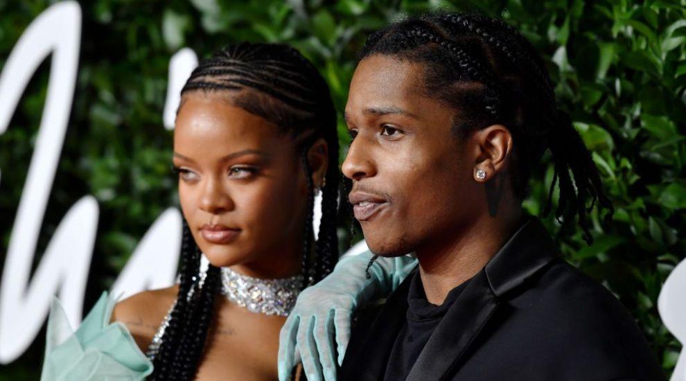 Rihanna iubește din nou! Cine este rapperul care a cucerit-o pe artistă