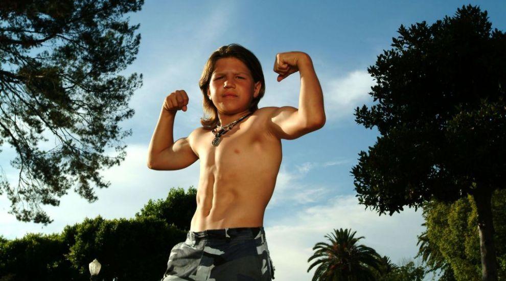 """În copilărie a fost supranumit """"Micul Hercule"""". Cum arată și cu ce se ocupă în prezent Richard Sandrak"""